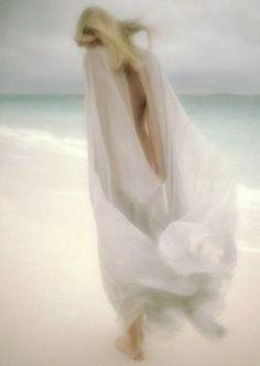 009465a0fefd9f68733a5104d35dd2e6blonde invisible woman